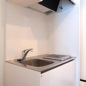キッチンはシンプルに1口IHコンロです。