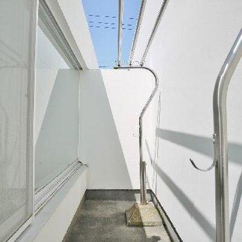 壁なのになぜか日当たりがとっても良いバルコニー!