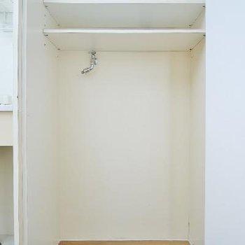 一番右の扉は洗濯機置き場。