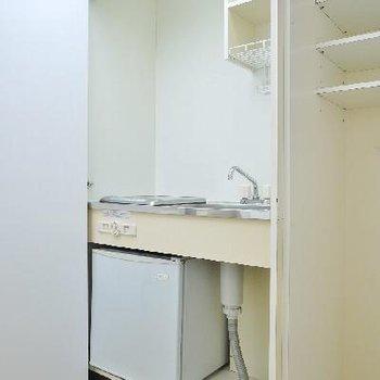 その左はIH型のキッチンが隠れてます。