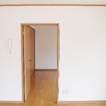 白い壁っていいですよね