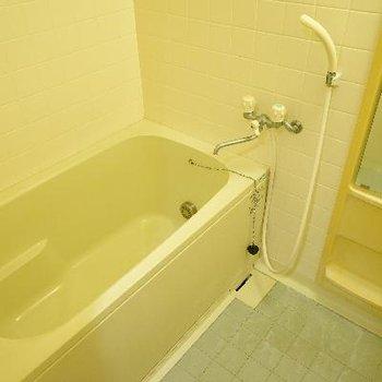 お風呂は追い焚きと乾燥機で機能的!