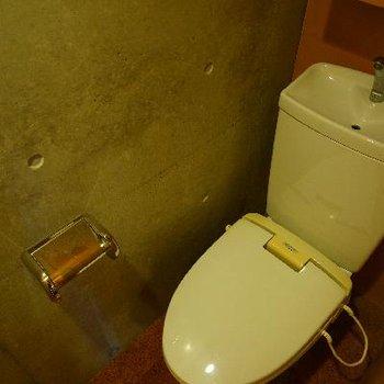 トイレもコンクリの空間に。