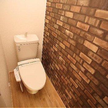 トイレはレンガタイルが男前!