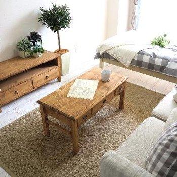 無垢の家具がよく似合います。