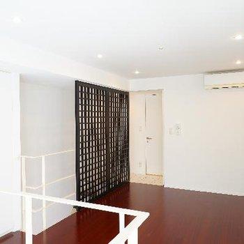 1階は7.5帖のお部屋!床の色合いが良い感じ♪