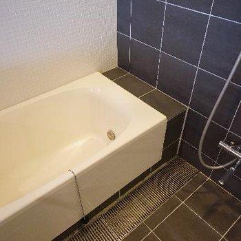 お風呂は追い焚きと乾燥機つき!