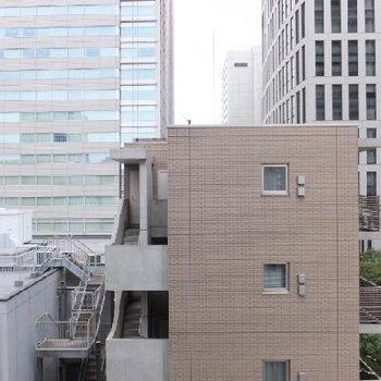 オフィスに囲まれています。圧迫感なく東京を感じれます