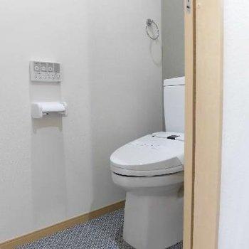 トイレの床もこだわってます