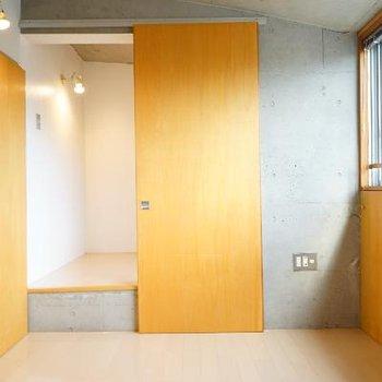 6.8帖の洋室もありますよ!左の空間は・・