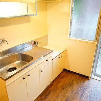 キッチンは2口ガスコンロが乗ります!