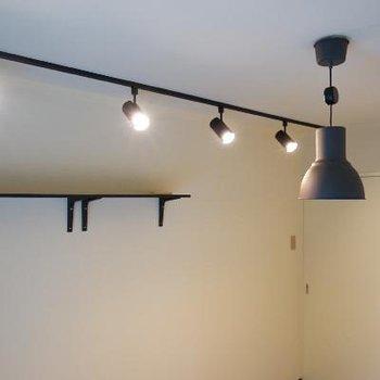 こちらも壁棚とライティングレールが◎
