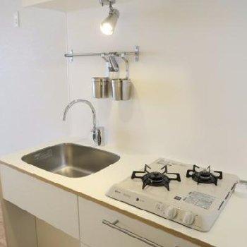オリジナルのキッチンは2口ガス※イメージ