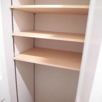 シューズボックスは棚の幅を変えられます