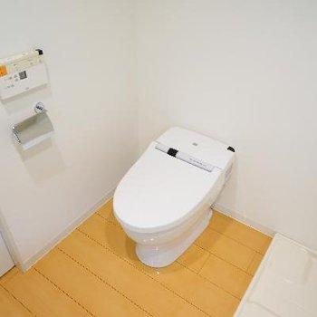 トイレもタンクレスで機能的!