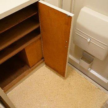 下駄箱はこちら。