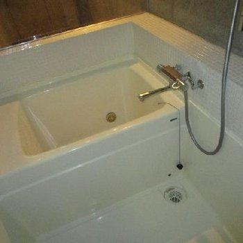 お風呂ちっちゃ。※写真は別部屋