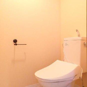 トイレにもウォシュレットを新規取り付け済み※写真は別部屋