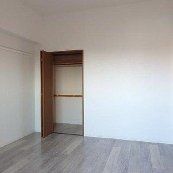 6帖ほどの寝室※写真は別部屋