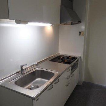 奥にキッチン隠れています※写真は別部屋