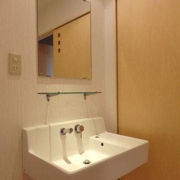 ちょっと変わった洗面台。※写真は別部屋