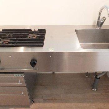 厨房のようなキッチンです。洋食が似合う!