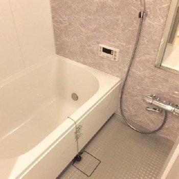 お風呂はなかなかゆったりなサイズです