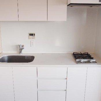 白いキッチンて最高。