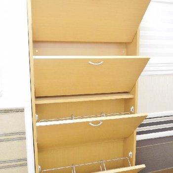 靴箱は全部で12足収納可能です!