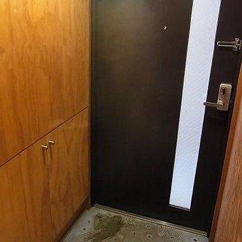 玄関の床もちょっと洒落ています。※写真は別部屋です