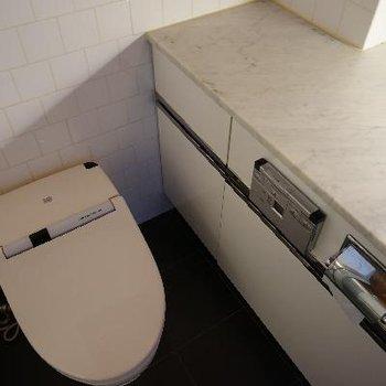 タンクレストイレはウォシュレットつき!※清掃中の写真です