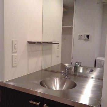 洗面台(画像は別室です)