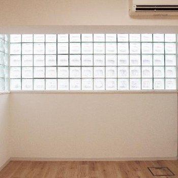 ガラスブロックが可愛い無垢床のお部屋!
