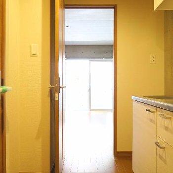 キッチン周りもゆとりがあります。
