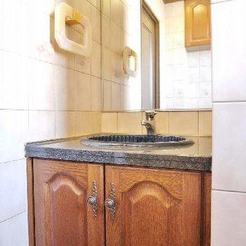 この洗面台はトイレの中の洗面台!贅沢!
