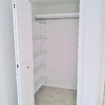 棚もあってたっぷり収納できそうです!