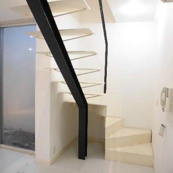 下に下がって地下1階へ〜
