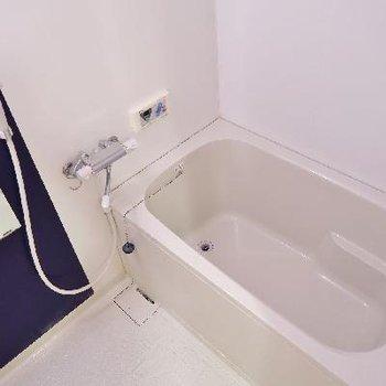 お風呂はことらです。