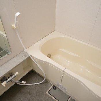お風呂も追い焚きと乾燥機が付いて機能性◎