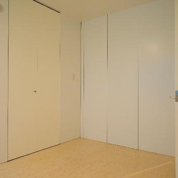 左の扉は玄関その2になってました!