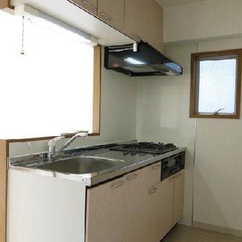 キッチン。3口コンロです!(※写真は反転別室)