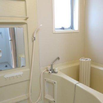 お風呂は窓がついていて嬉しい(※写真は反転別室)