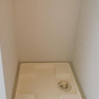 洗濯機置場は洗面台のお向かい