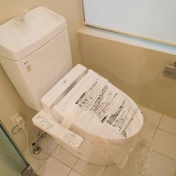 トイレにはもちろんウォシュレット付き