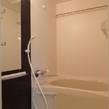 お風呂には浴室乾燥機付き※写真は別部屋
