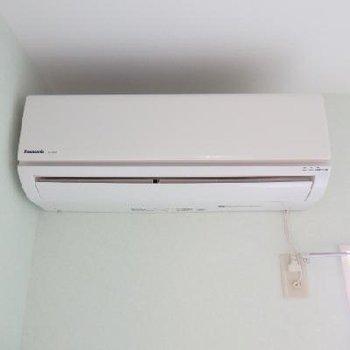 エアコン新設してます