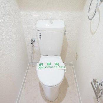 トイレは個室ですよ♪