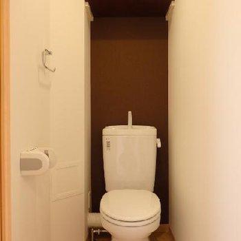 トイレにはアクセントクロス※写真は別部屋