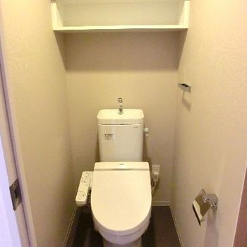 棚付き◎トイレまでがウッド感♪
