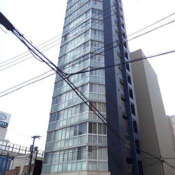 高いタワー型のマンションです